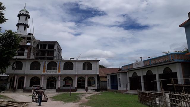 একই উঠানে মসজিদ ও মন্দির: লালমনিরহাটে সম্প্রীতির অনুপম দৃষ্টান্ত : আবু আফজাল সালেহ